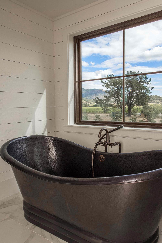 Master Bath Vignette DSC_2702.jpg