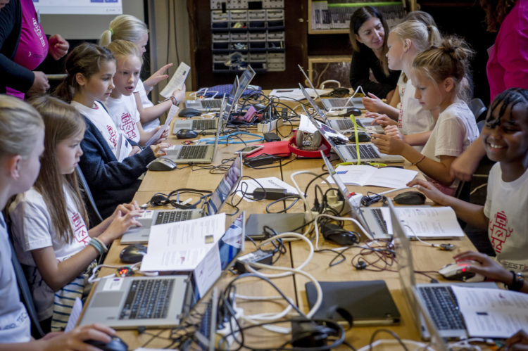 Girls-Coding-at-Ada-Lovelace-Day.jpg
