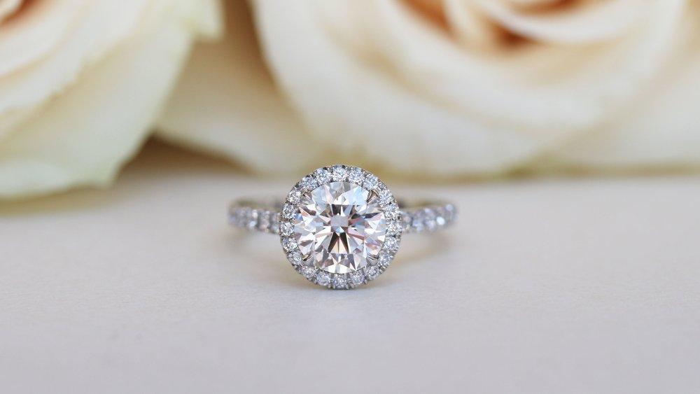 single-halo-soleste-lab-diamond-engaement-ring-platinum-AD080-p.jpg