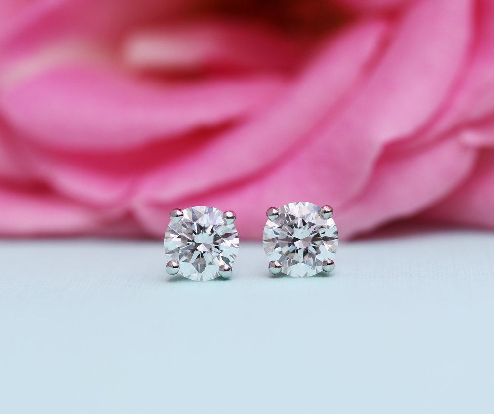 lab-diamond-stud-earrings.jpg