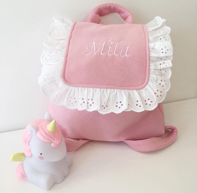 sac à dos de crèche pouvant contenir le doudou, le goûter et un change.