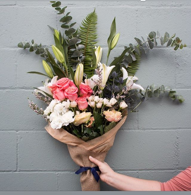 Pop-up time! Join me this Saturday at @reinspiredtreasures!  Beautiful Mother's Day Bouquets, pick your stems....see you there! #mothersday #reinspiredtreasures #popupshop
