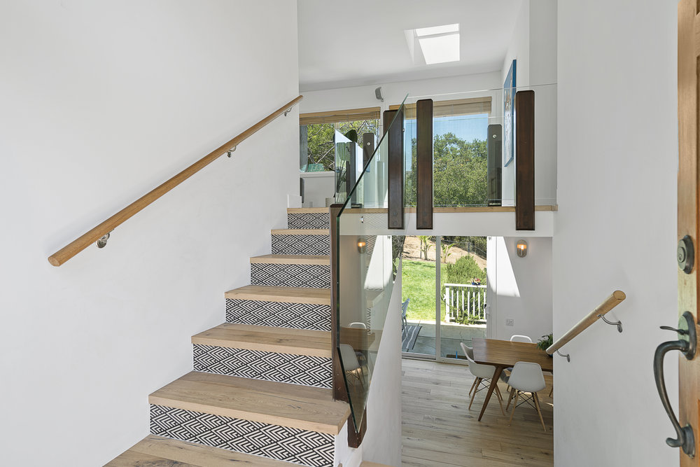 DIY how to wallpaper your stairs! https://popixdesigns.com/popixblog/2018/5/14/diy-wallpaper-stairs