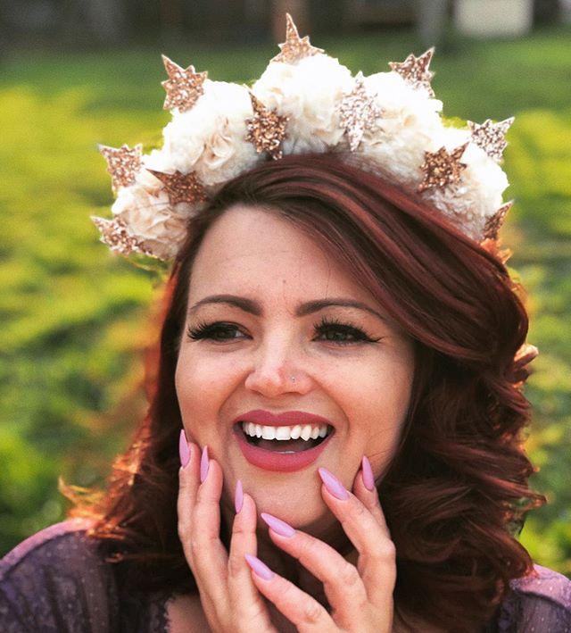 ✨🌸 I got to see the fabulous @fullerfigurefullerbust yesterday and dressing up absolutely HAD to happen!! 🌸✨ #milliner #millinery #hat #headpiece #bridalcrown #flowercrown #fffb #closeup #beautiful #fairyqueen #fairytalewedding #stars #celestialwedding #pompomcrown #altbride #summerwedding #altmodel #madebyme #millinersofinstagram