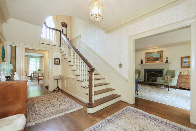 811-Old-Trents-Ferry-Rd-small-002-1-Entry-Foyer-666x445-72dpi.jpg
