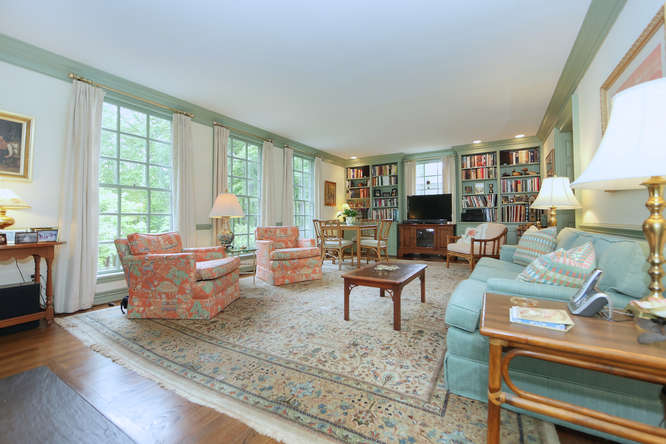 811-Old-Trents-Ferry-Rd-small-021-28-Family-Room-666x445-72dpi.jpg