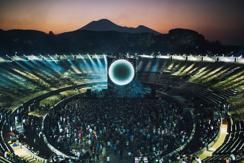 David-Gilmour-live-at-Pompeii.jpg