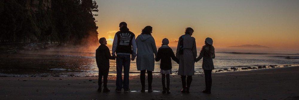 WInter sunset family photo West Auckland.jpg