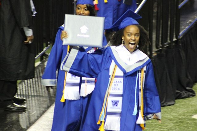 Yes, this is me when I graduated high school in 2016. When I walked across the stage I was thrilled that I was going to be attending my dream school, the University of Southern California on a full-tuition scholarship. When I told my parents I wanted to go there freshman year, they saw the $70K/year price tag and said I had to get a scholarship if I wanted to go. I took it upon myself to research and get ahold of all of the resources on college admissions I could find. Now, I have found my purpose in helping students and parents like you find college admissions success. Come ask any questions you have about the admissions process and learn about the specific strategies I used to save my family over $200,000 in out of pocket expenses in my upcoming webinar on 6/26. Link in bio!