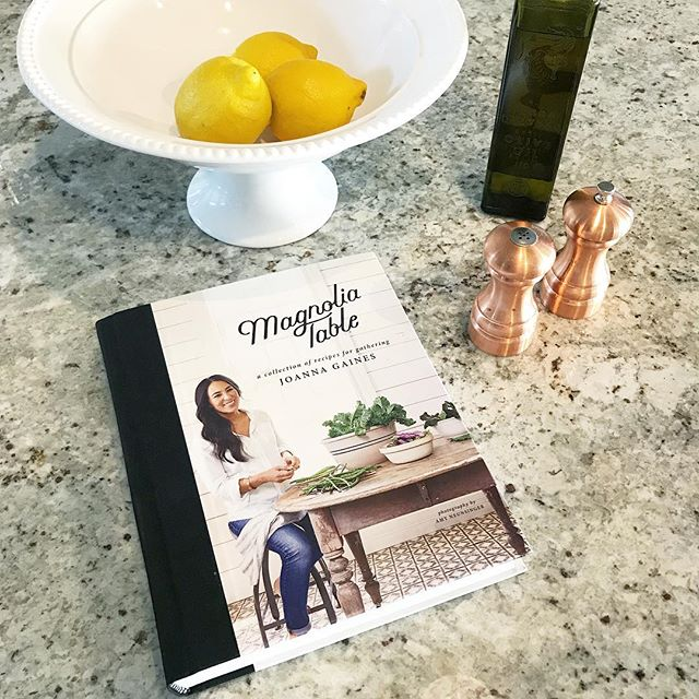 Total sucker for anything @joannagaines produces, but these recipes look amazing and completely doable for someone who still has to look up how to make an omelette 🙋🏻♀️😂 Looking for suggestions - what easy, healthy cookbooks would you recommend?