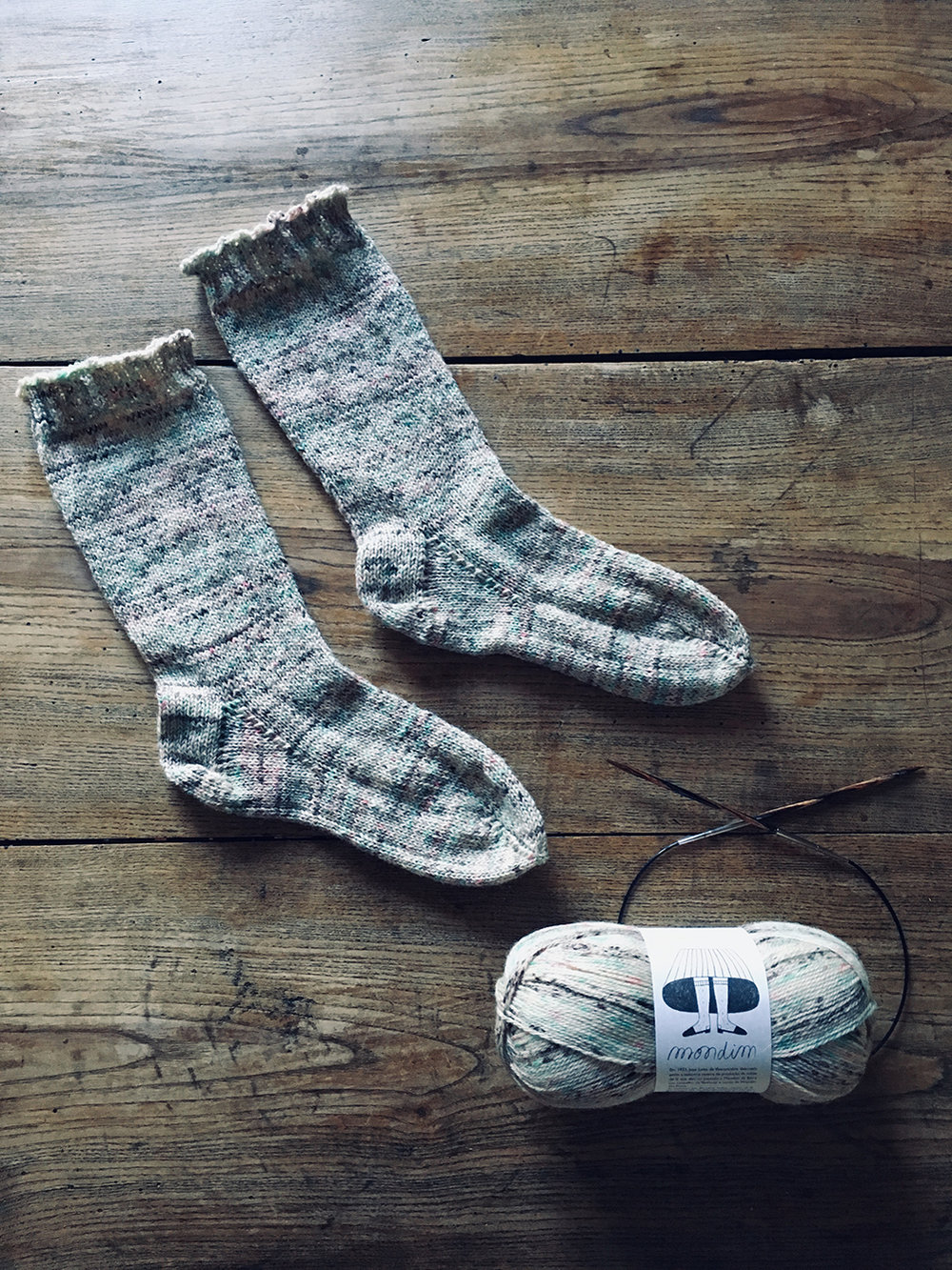 wool_done_come_una_volta_socks_knitting_kit_2.jpg