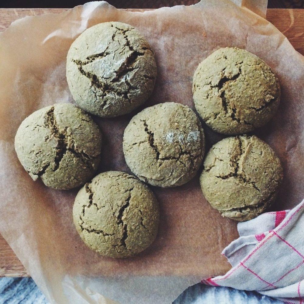 Des cookies au thé matcha par   Lina Bou