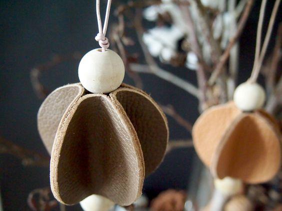 Cuir et perle en bois par  Monsterscircus