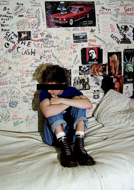 76002a6491e12b3208dbebe6dd1072ee--punk-rock-bedroom-punk-room.jpg