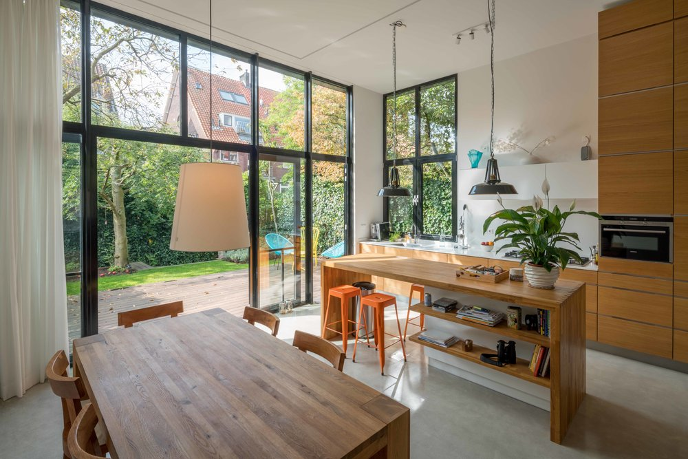 full-height facade giving direct access to the garden from   kitchen and dining area