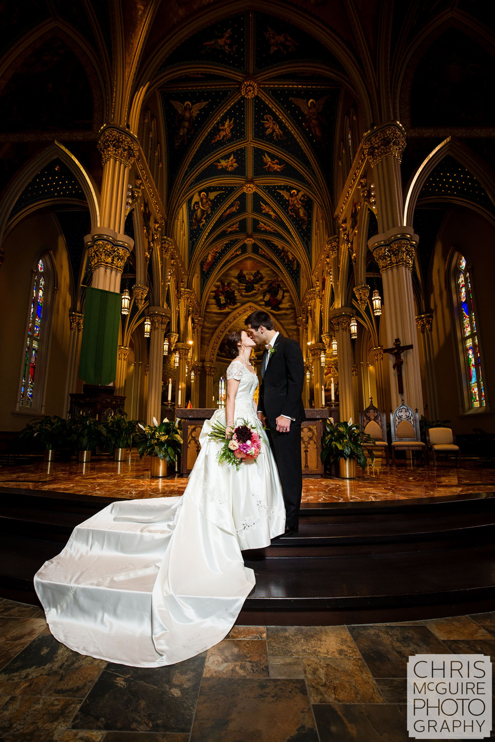 bride groom kissing at notre dame basilica of sacred heart