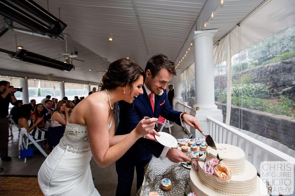 bride goom cut wedding cake