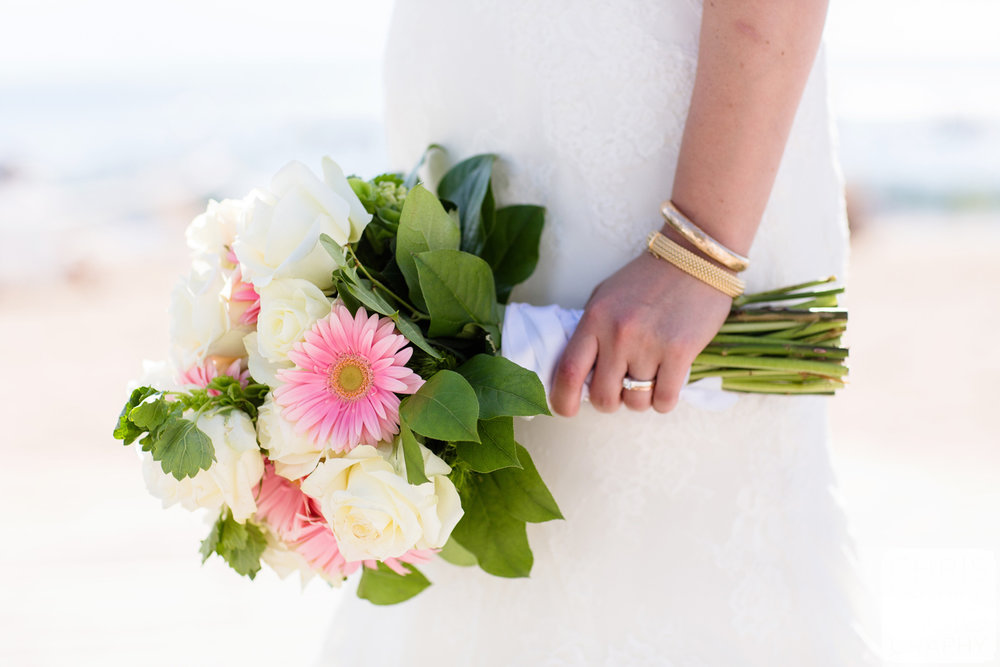 bride with bouquet and gold jewelry