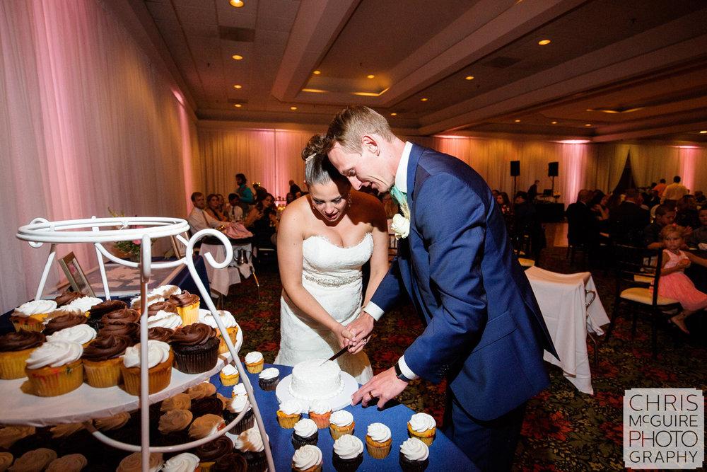 bride groom cut cupcake
