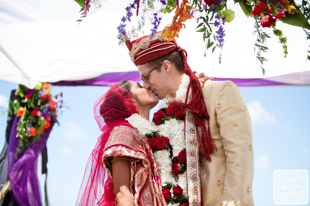 indian wedding first kiss