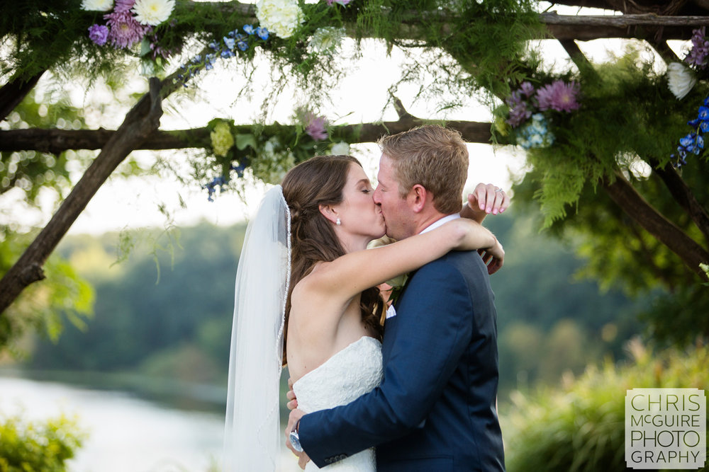 first kiss outdoor wedding country club peoria