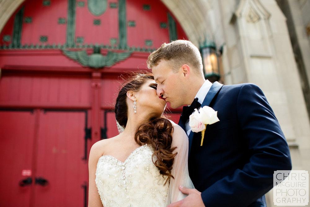 bride groom kissing red door peoria