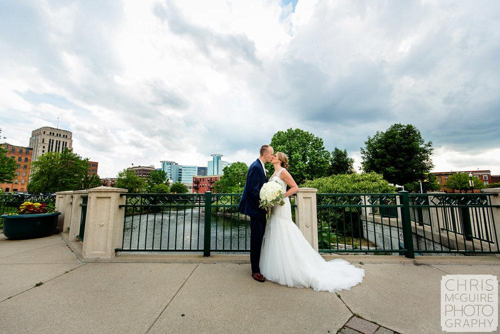bride groom kiss downtown kalamazoo