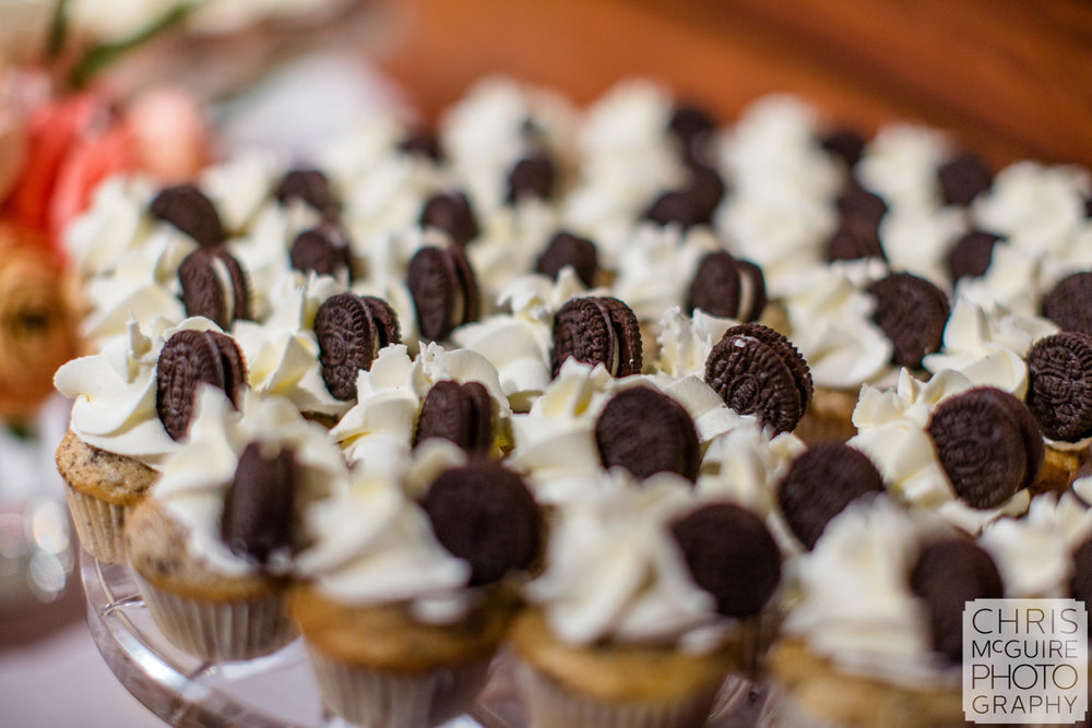 wedding cupcakes with oreos