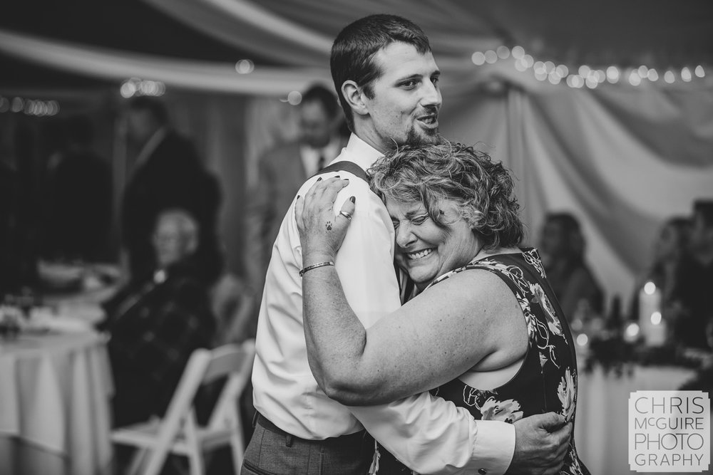 groom and mom dance