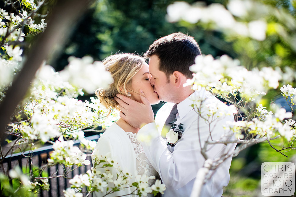 peoria wedding photographer - spring kiss