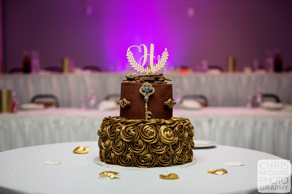 wedding cake wtih keys