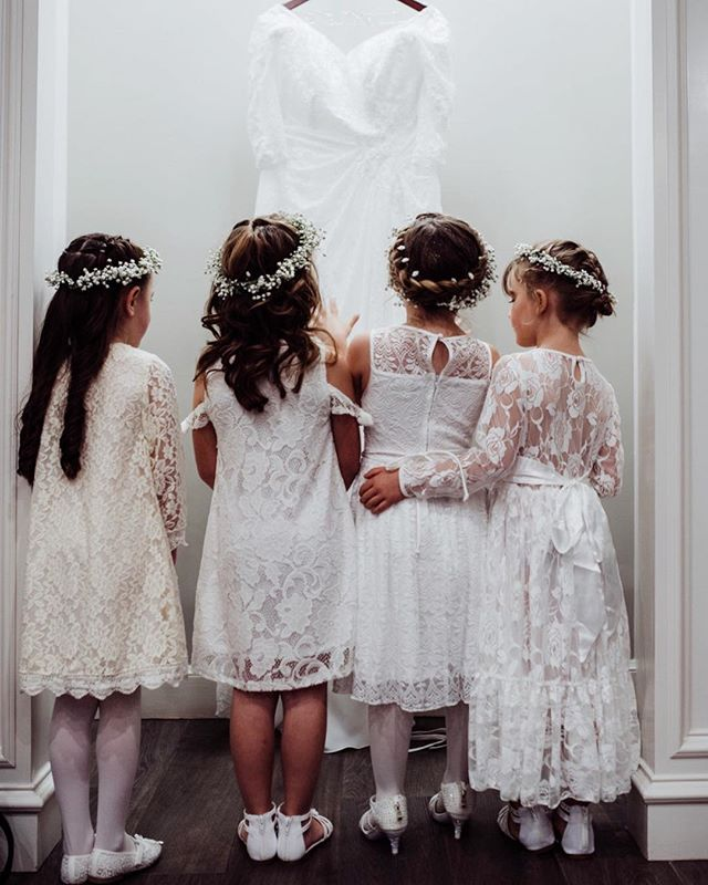 Have you ever seen anything so sweet?! #flowergirl 📷: @chelsealinnphotography