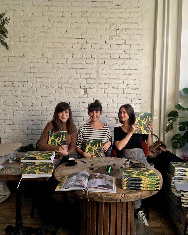 Milé Brno, podepsanou knihu si od nás můžete vyzvednout nebo koupit už jen do 14 hod! 💚#knihapokojovky