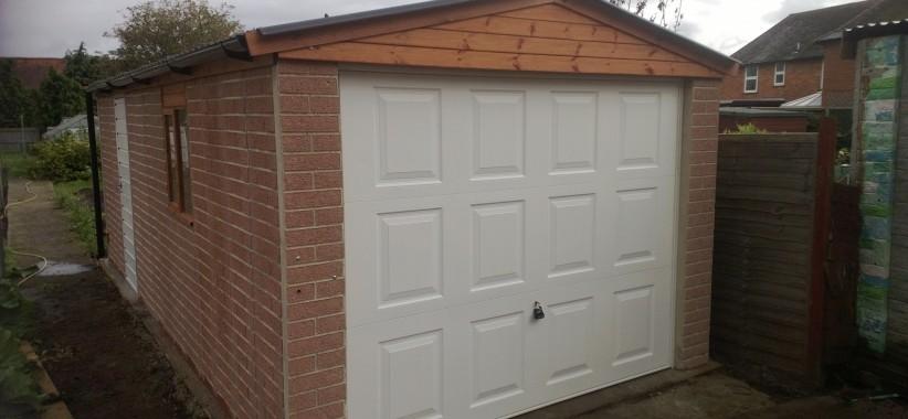 Brackley-Red-Brick-with-Georgian-Door-822x380.jpg