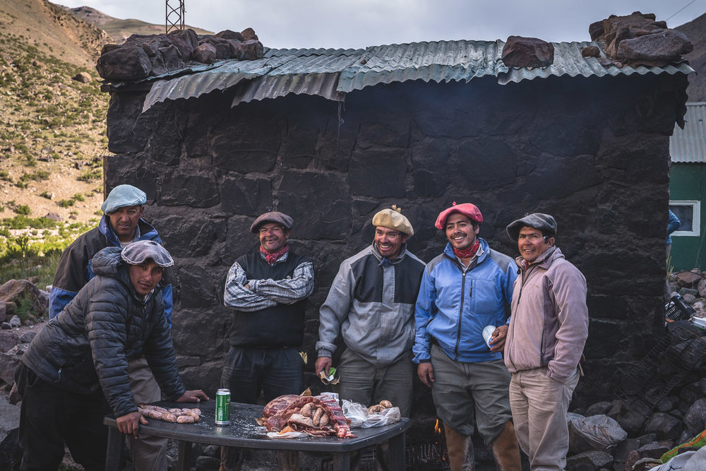 The arrieros are preparing the traditional asado
