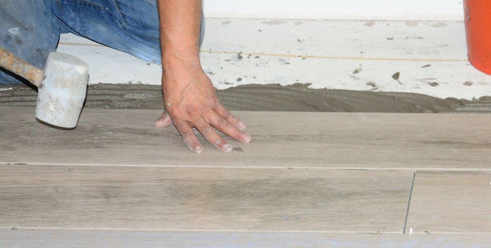 Installing-new-tile-floor-686689814_2617x1745.jpeg