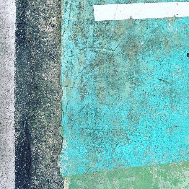 Walking on turquoise #throwback #tokyotrip #tokyo #turquoise #sand #sandstudio #texture #street #detail