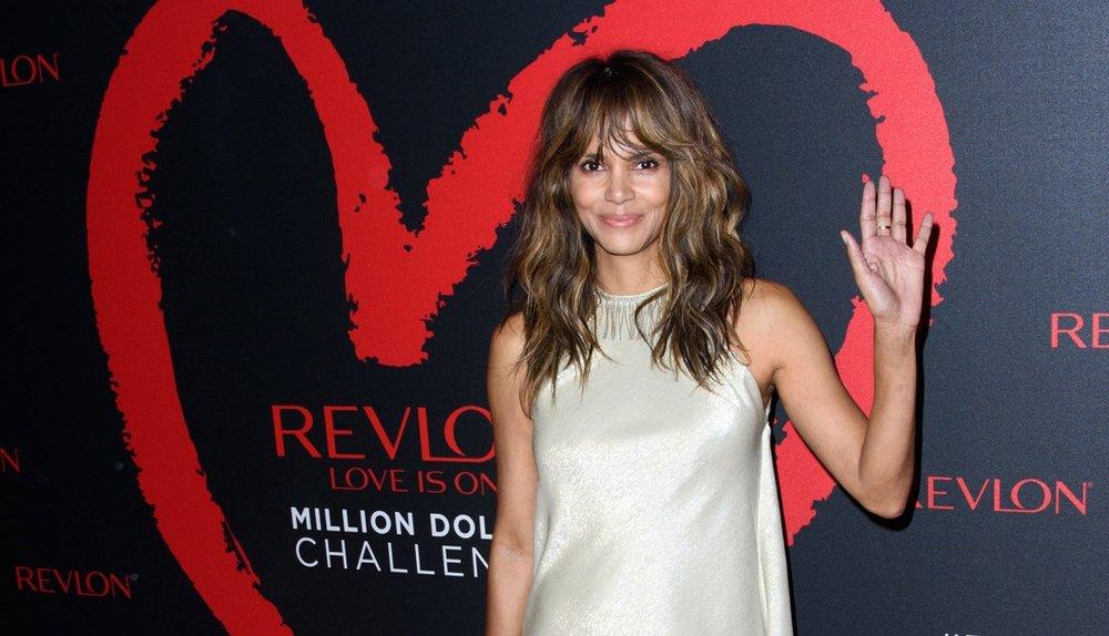 Halle-Berry-Revlon-Love-Is-On-Million-Dollar-Challenge-Finale-Party-Red-Carpet-Fashion-Bert-Keeter-Tom-Lorenzo-Site-1.jpg