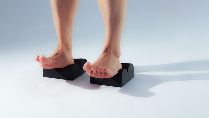 3. ACTIVATE   With heels on MINIS™ and forefoot on floor, lift the toes first and then lift the rest of the forefoot. This wakes up the tendons that cross your ankles. Repeat quickly and the muscles of the ankle and shin will activate.