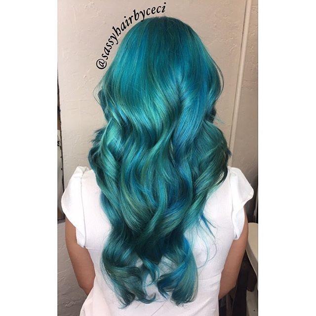 green-vivid-hair-coloring