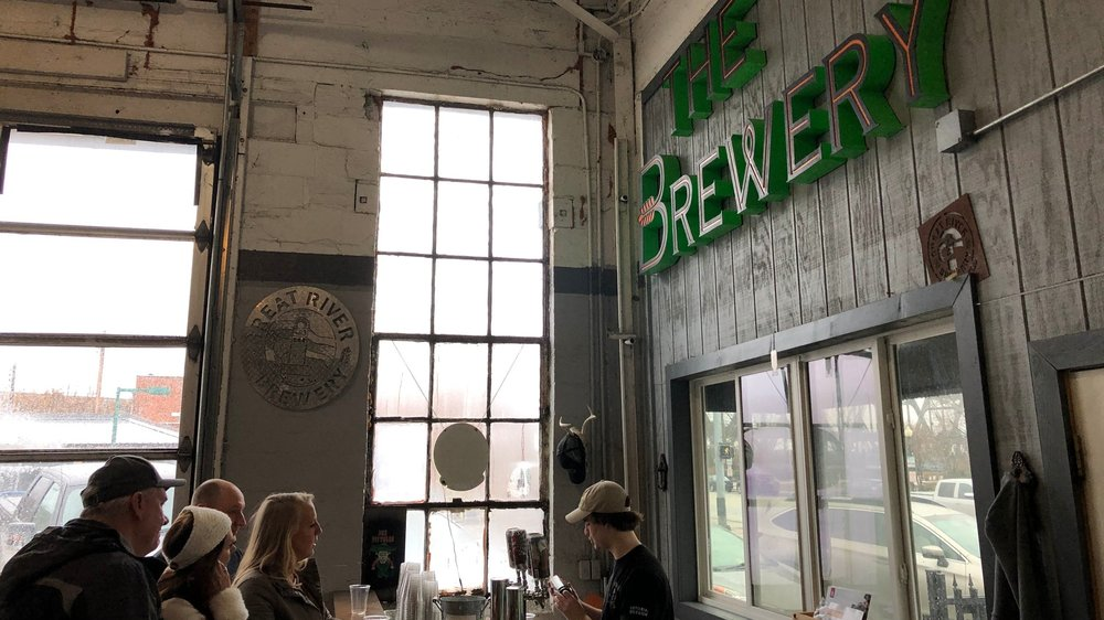 Guests+being+served+craft+beer+at+Great+River+Brewery+in+Davenport%2C+Iowa