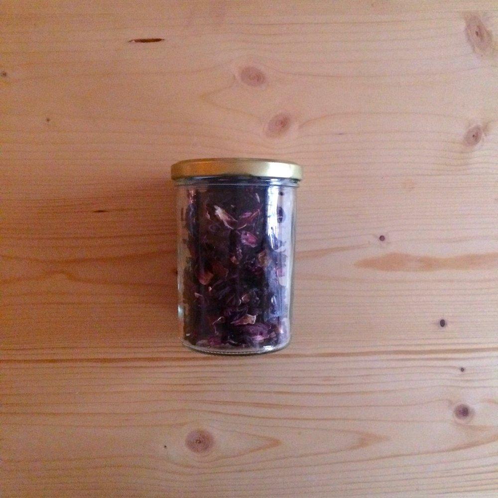 Hibiskus aus dem Unverpackt Laden Bare Ware. Daraus mische ich mir selbst meinen kreativen Tee.