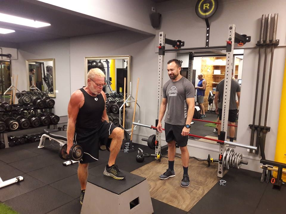 BT 01 - One-on-One   Individual Training with your EPT (Elite Personal Trainer)   BEZZ's highly qualified personal trainers want you to get results. We guide, coach and support you to reach realistic targets.  Schedule a complimentary Fitness session today.