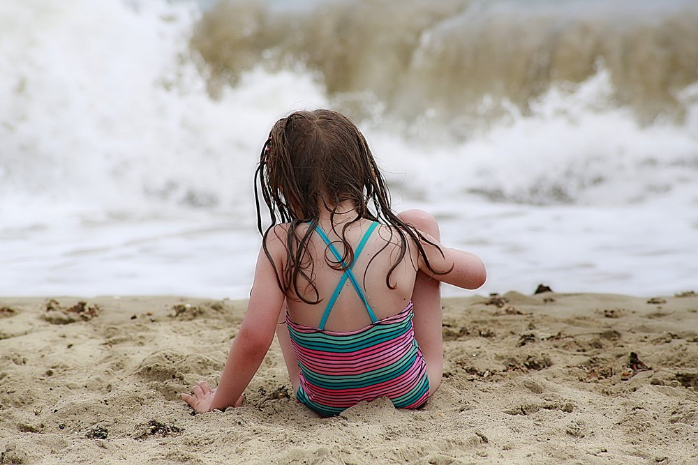 beach-blur-child-160655.jpg