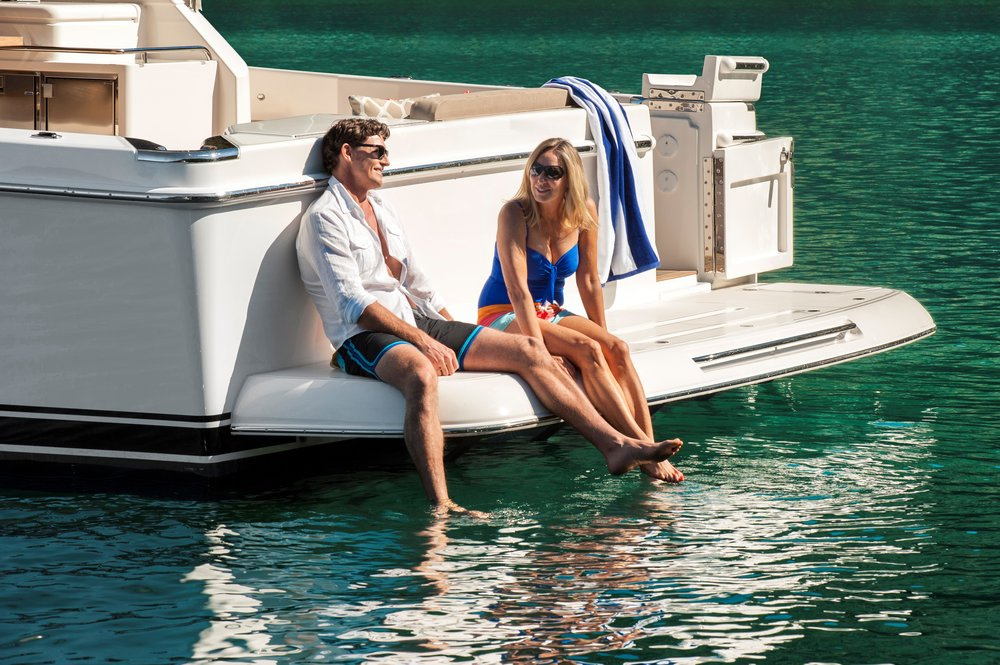 Riviera 57 Enclosed Flybridge lifestyle 03.jpg
