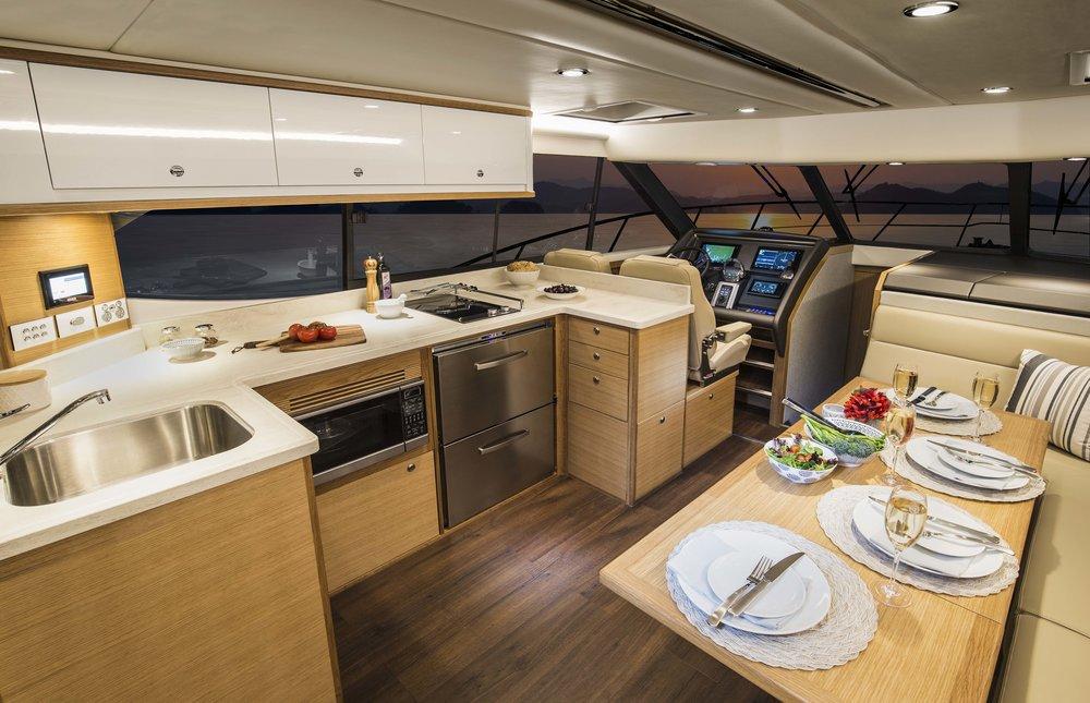 Riviera 445 SUV Saloon 02.jpg
