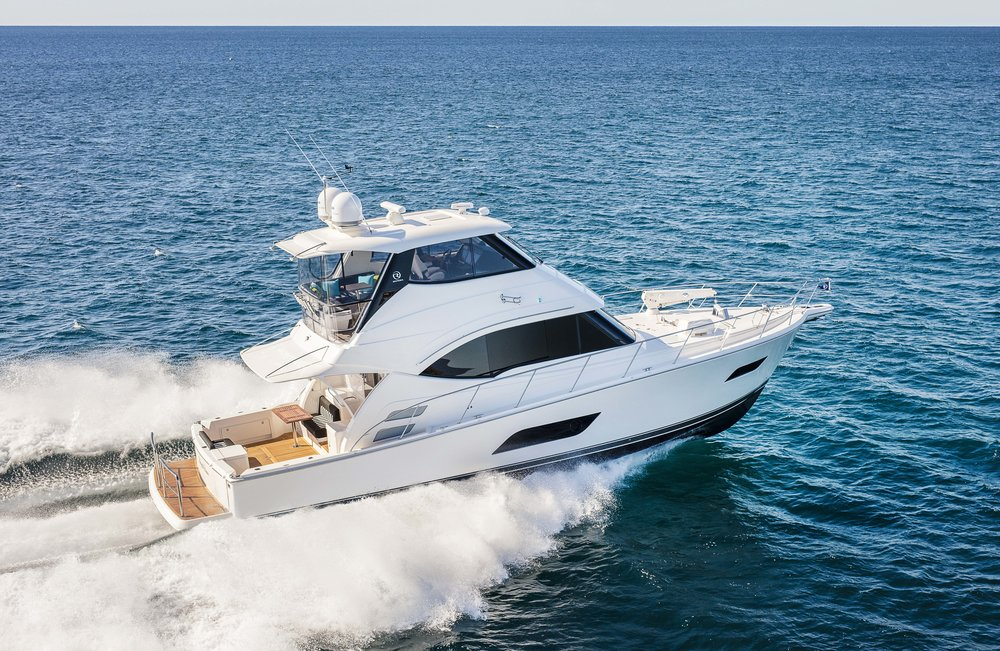 R52 Enclosed Flybridge Running 26.jpg