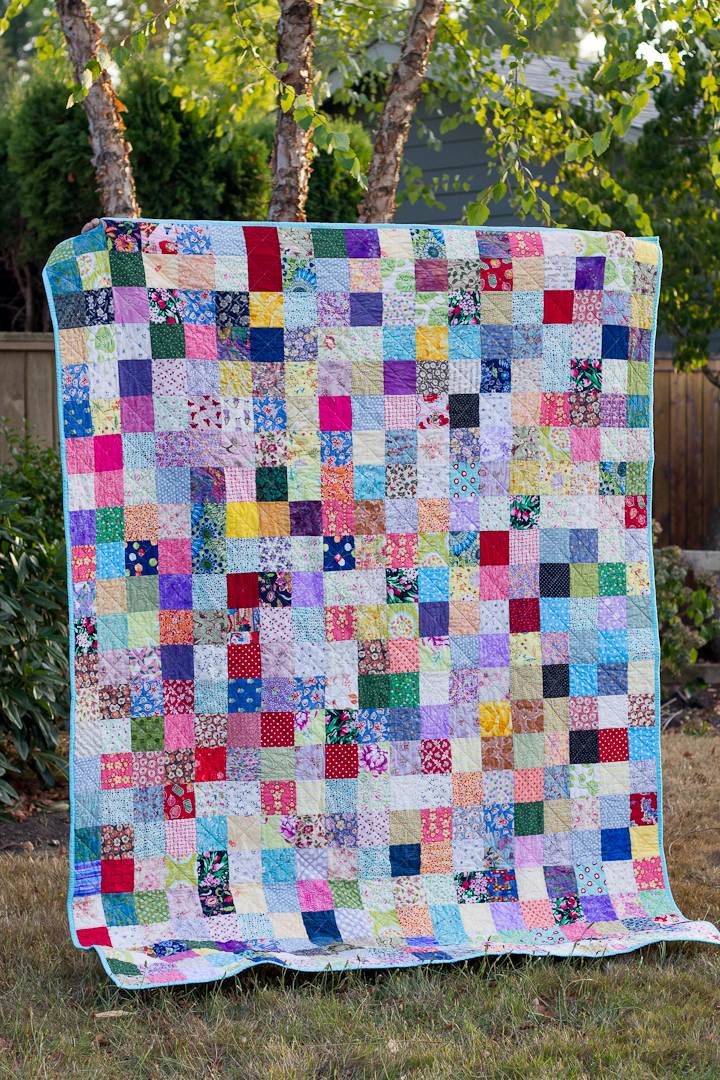 Leftover Scraps Scattered Squares Quilt via www.helloquilting.com