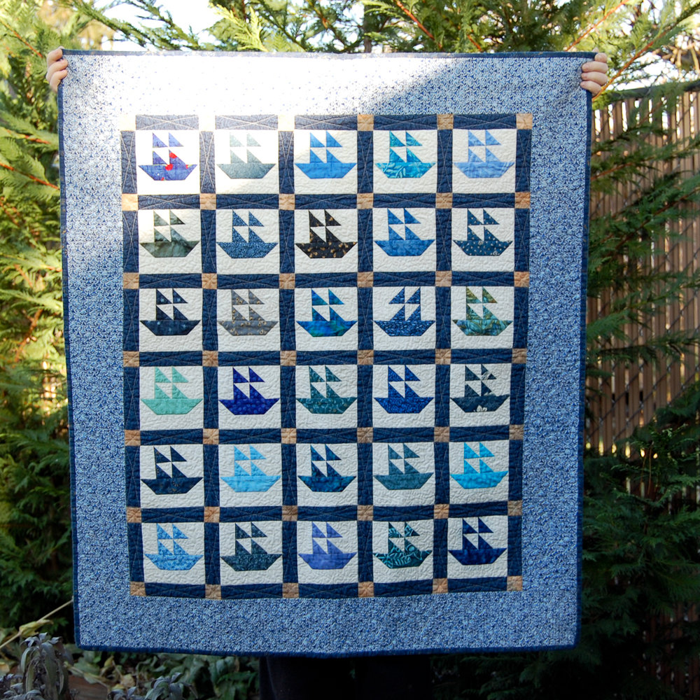 Blue Mini Boat Quilt Finished via www.helloquilting.com
