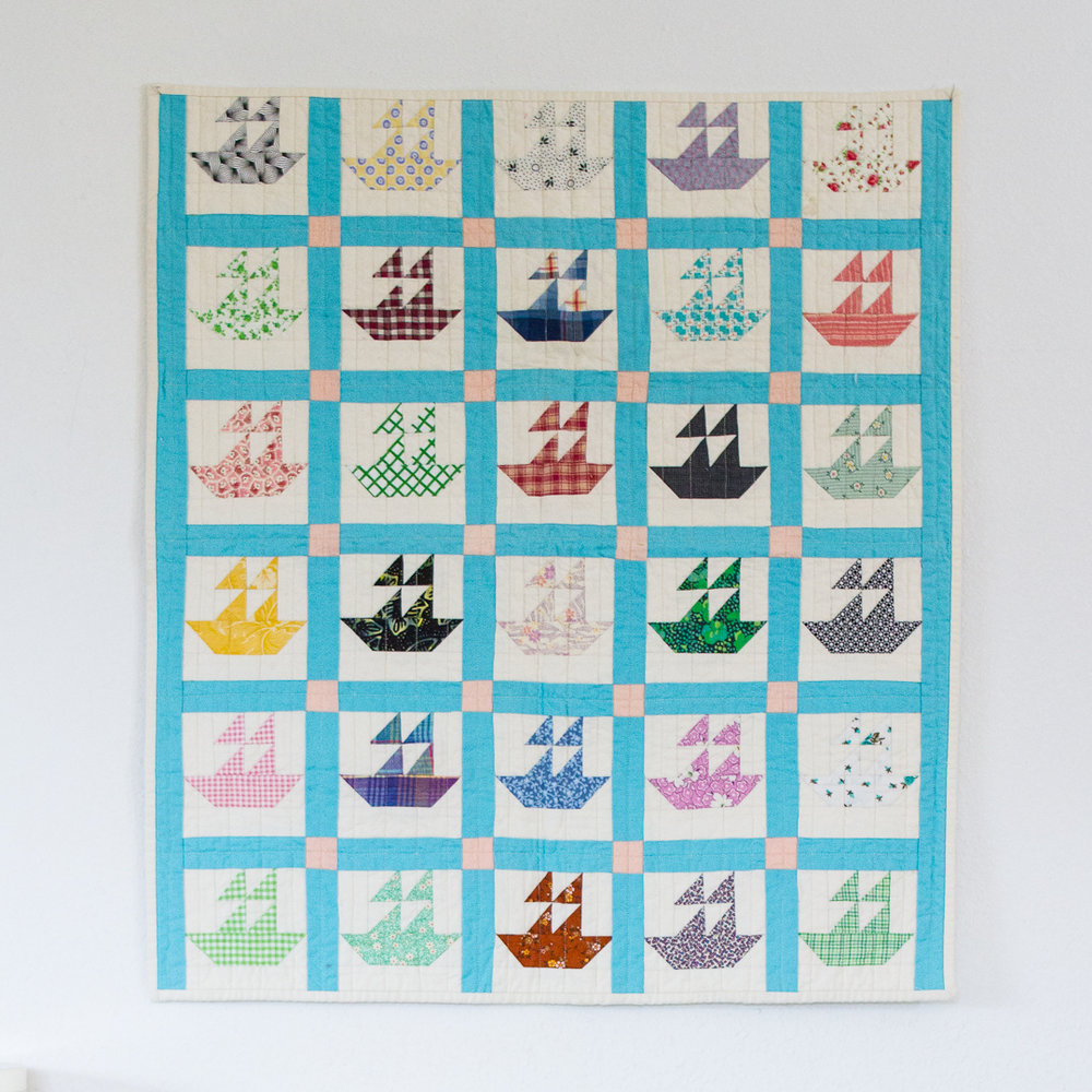 Mini Boat Reproduction Quilt Finished Flat via www.helloquilting.com